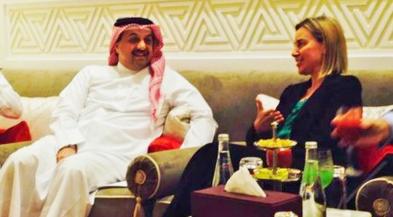 Mogherini met nog een andere welgedane Arabier