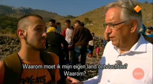Knevel spreekt op het strand van Lesbos met een Syrische