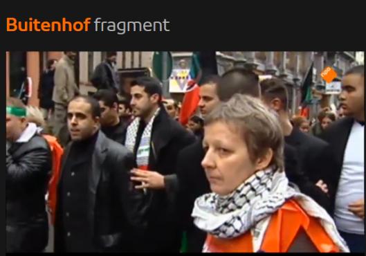 Jahjah met het symbool van de Palmaffiaanse nazislami's om zijn nek