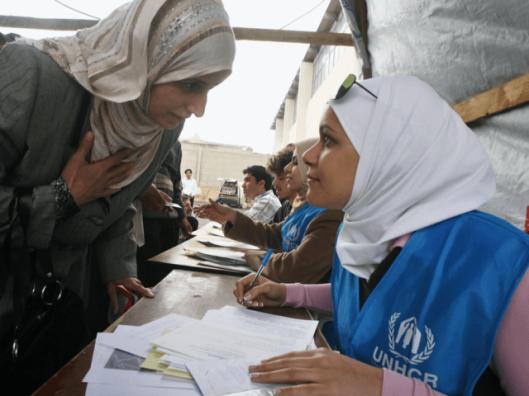 UNHCR (United Nazi's High Commissioner for Refugees): de ambtenaren dragen inderdaad de dubbele swastika, de hoofddoek