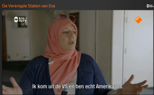 De roze hoofddoek waarnaar Jinek empathisch kijkt