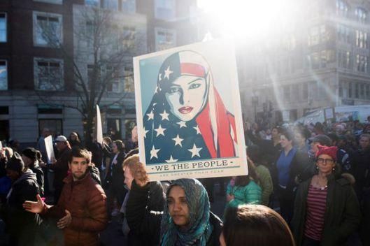 linda-sarsour-demonstratie-am-vlag-hoofddoek
