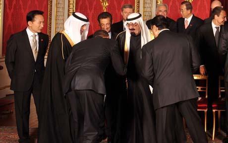 Obama buigt héél diep voor koning Abdullah van Saoedi-Arabië