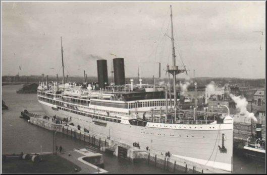 Nergens een foto te vinden van de met silverpaint bestreken schepen met de roze masten van de Rotterdamse Lloyd